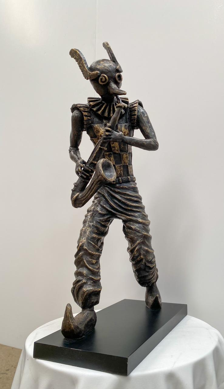 "Isaac Montes, ""saxofonista"", Escultura en bronce, Medidas 50 x 28 cm."