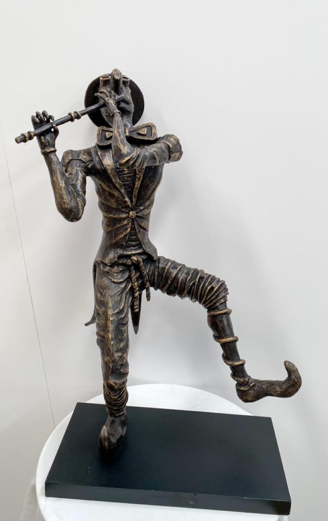 """Isaac Montes, """"Flautista de hamelín"""", Escultura en bronce, Medidas 50 x 33 cm."""